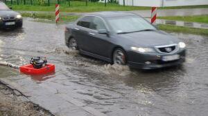 Bartycka zalana, samochody w wodzie