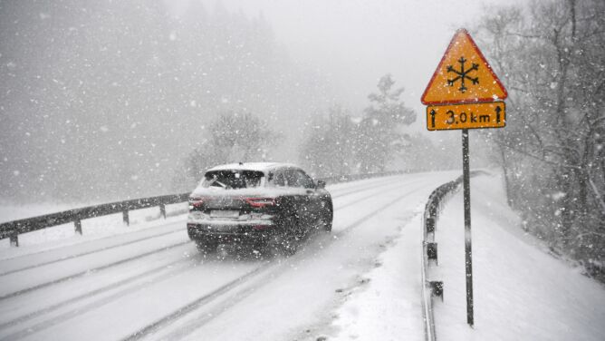 Południe kraju z alarmami. IMGW ostrzega przed opadami śniegu