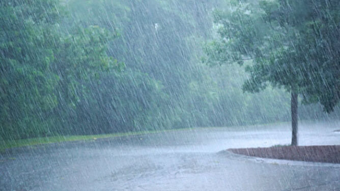 Silny deszcz z burzami. Alarmy trzeciego, najwyższego stopnia