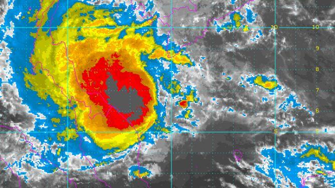 Do Tajlandii zmierza burza tropikalna. Tysiące turystów opuściło wyspy